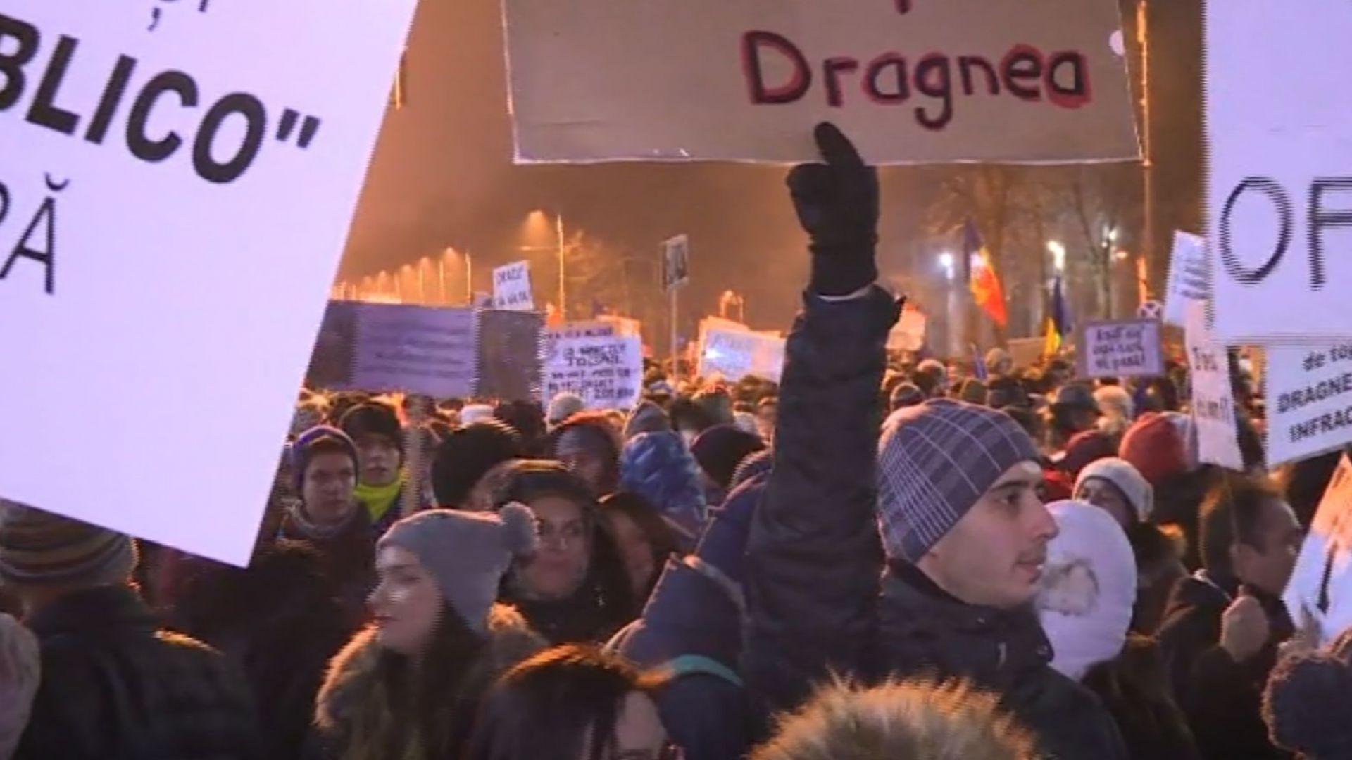 Политическо земетресение в Румъния - политици бягат, хората недоволстват