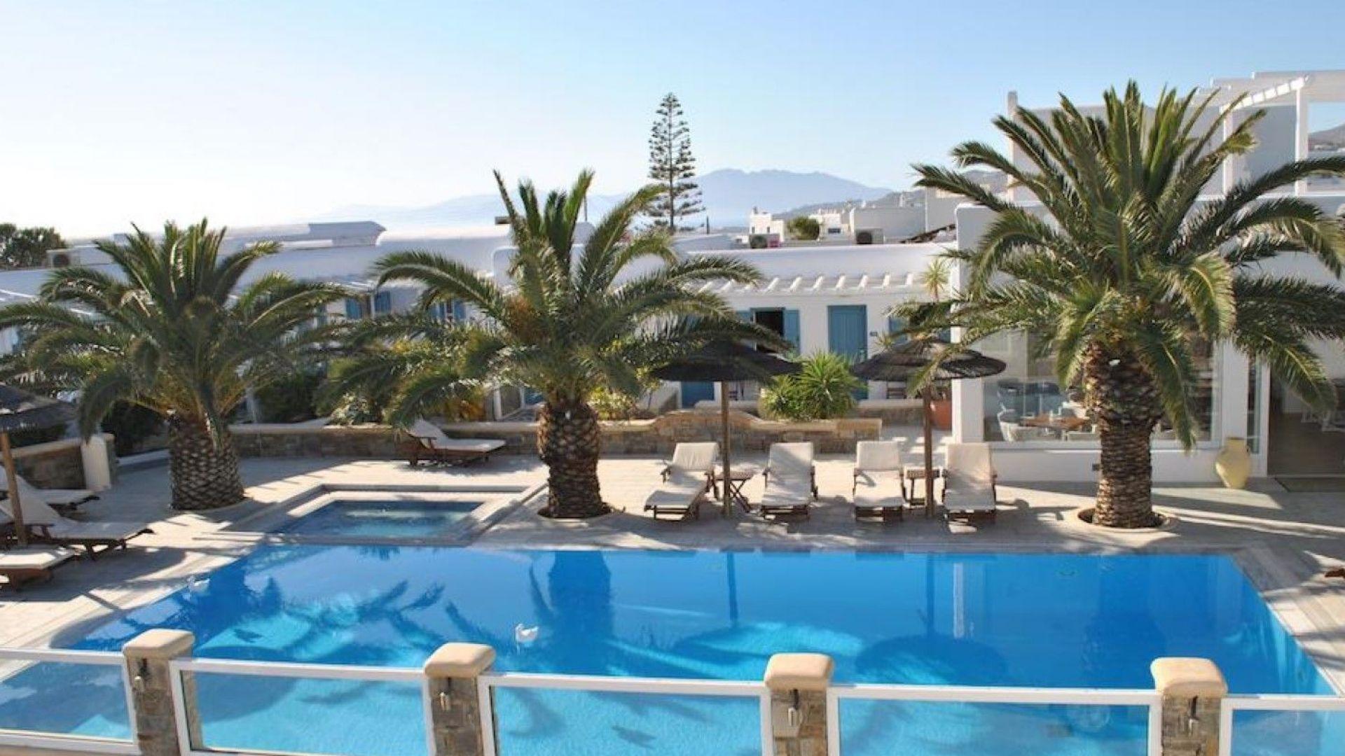 Гърция: 60 данъчни атакуваха луксозните курорти на Миконос