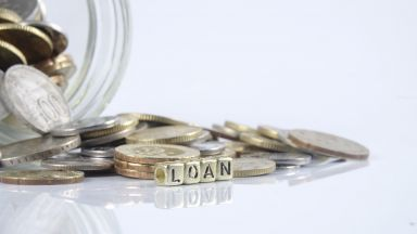 Българите отново се спуснаха да теглят кредити-15% ръст при потребителските и 9.8% при ипотечните заеми