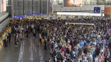 Летището във Франкфурт възстанови работа след евакуацията