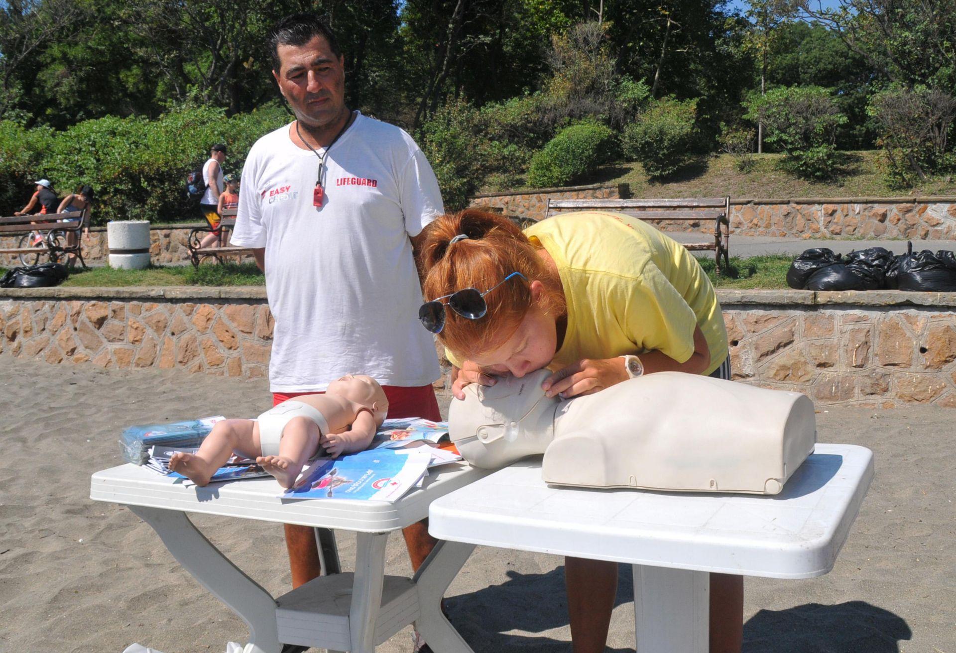 Демонстрация за оказване на първа долекарска помощ при удавяне