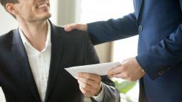 Проверяват чиновниците с тайни клиенти