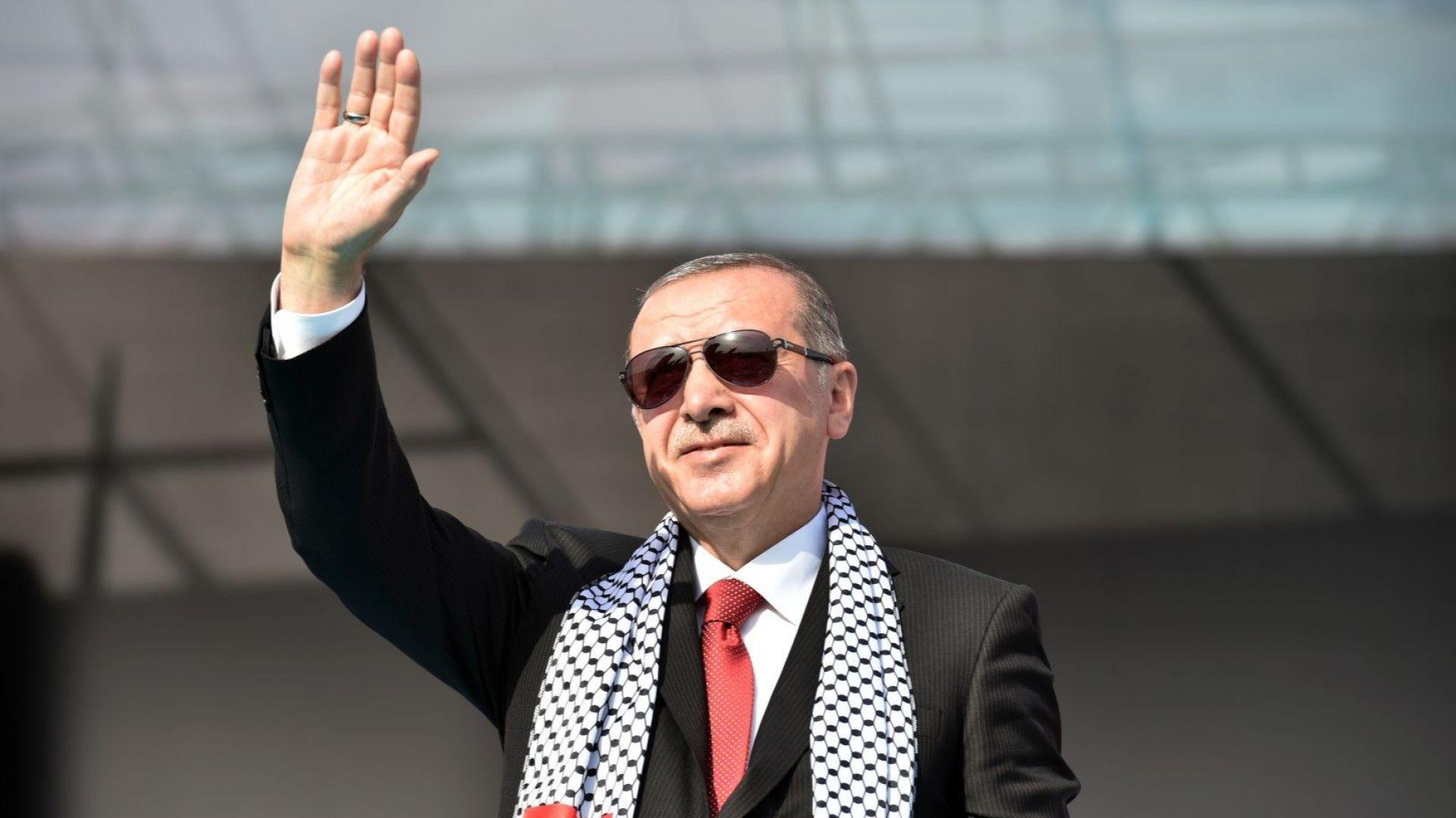 Финансова криза удари Турция, страната чака помощ от МВФ
