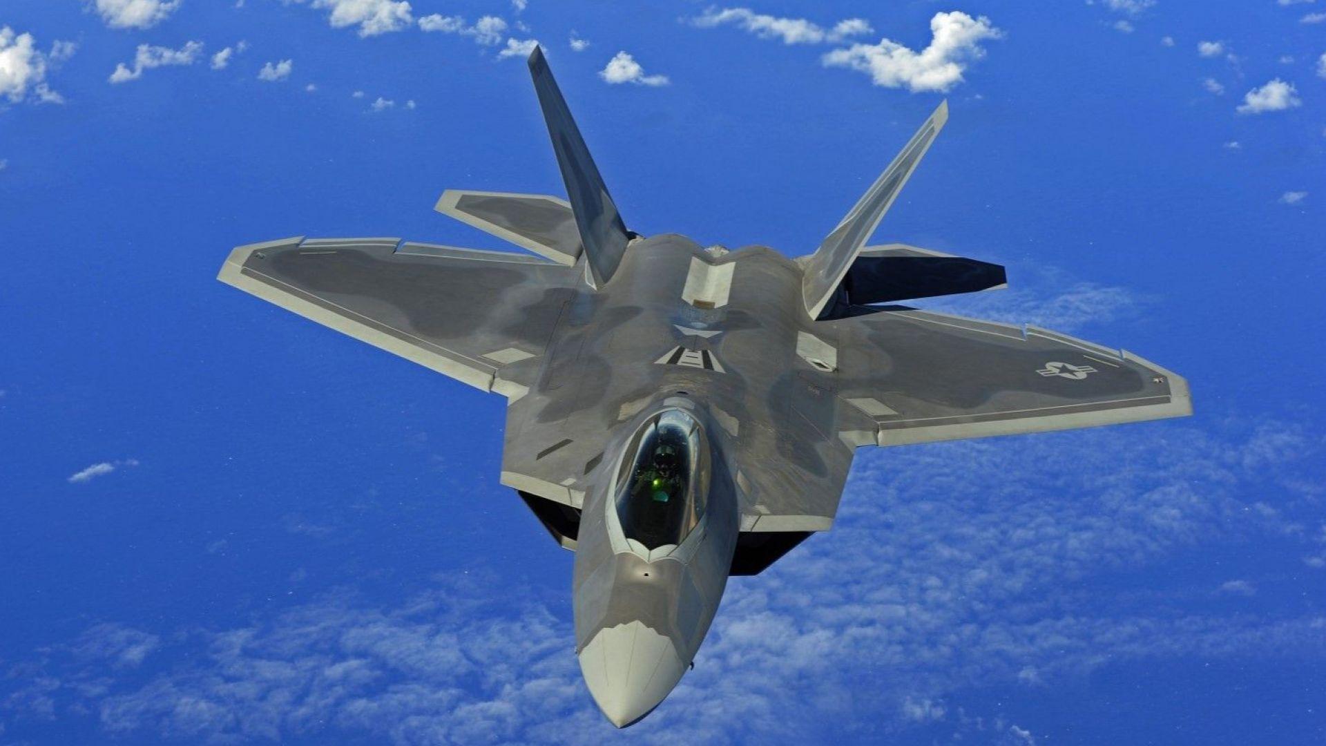 САЩ прехвърлиха в Германия ескадрила F-22