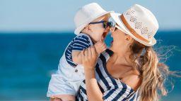 Какво да носим в бебешката аптечка през лятото