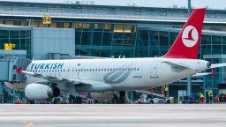 Турция възобновява вътрешните полети, но без кафе и чай за пътниците
