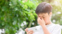 Нови предупреждения за вредата на смартфоните върху зрението