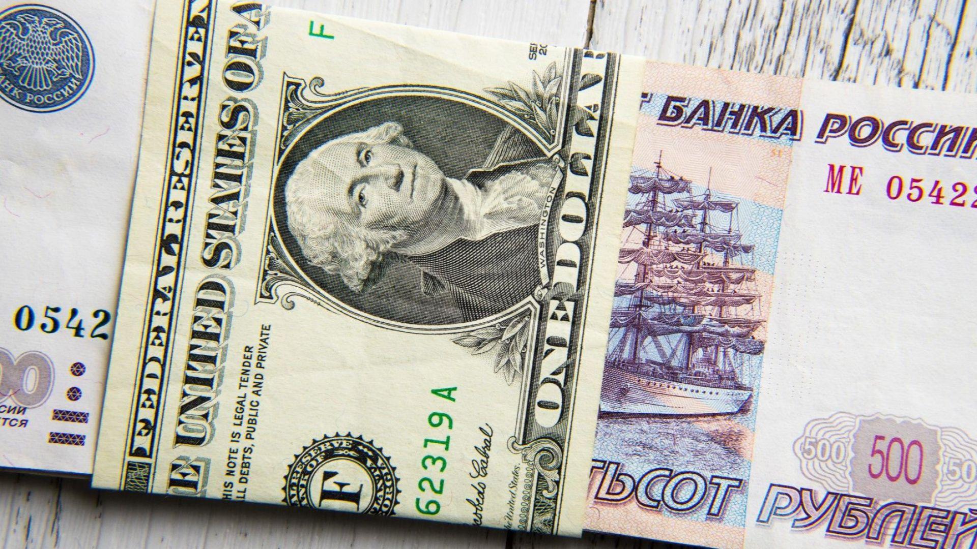 Продължава спадът на руската рубла заради US санкциите