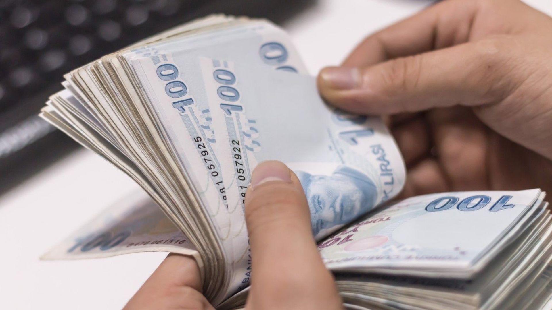 Бюрата за обмяна на валута в Истанбул хлопнаха кепенци