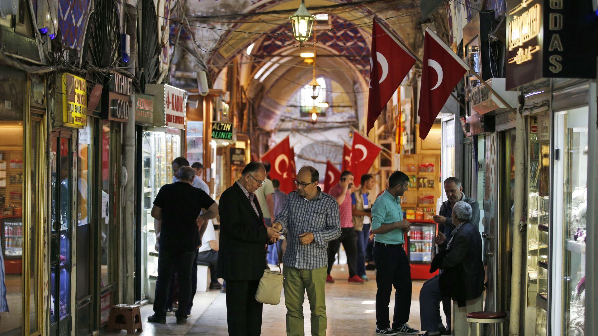 Сривът на турската лира потопи акциите на водещи европейски банки