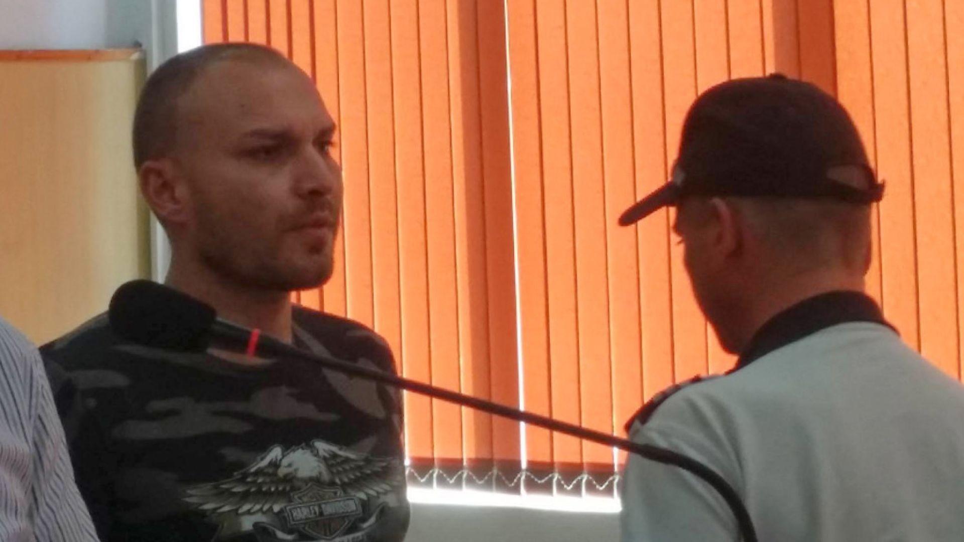 Полицаят, превозвал мигранти: Направих го от простития, от глупост!