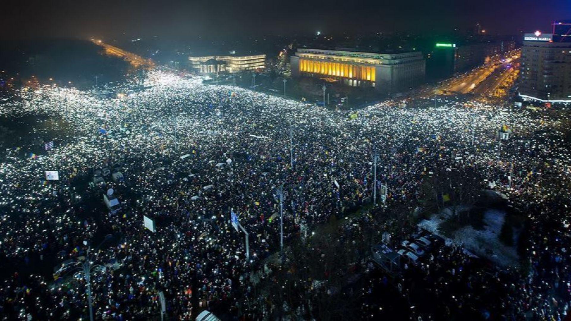 """Десетки ранени при сблъсъци на """"Площада на победата"""" в Букуре"""