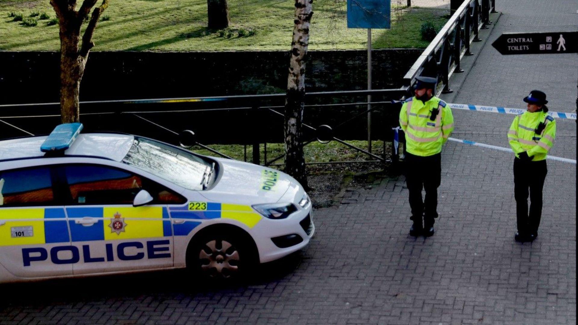 Един убит и един ранен при експлозия във военен британски завод