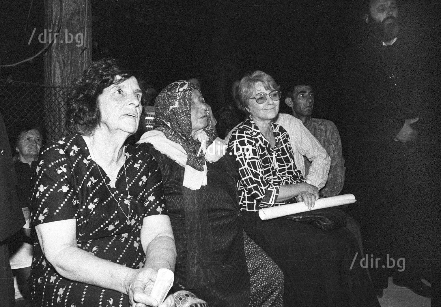 С Невена Коканова на Петков ден на Рупите през 1993 г.