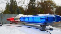 Млад шофьор е тежко ранен след удар в стълб