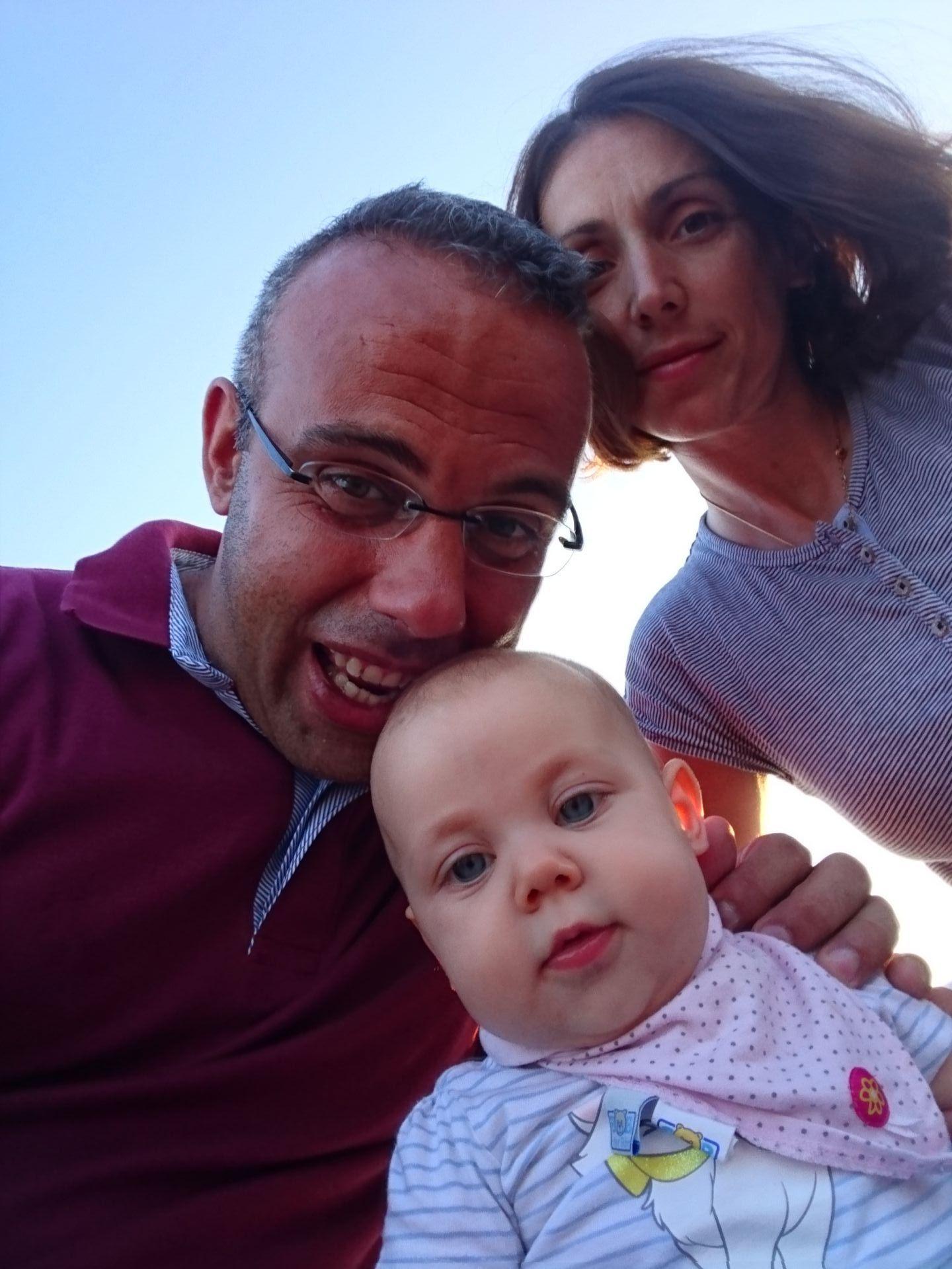 Васил и Вера с малката си дъщеричка (Снимка: Личен архив)