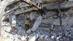 Десетки цивилни загинаха при взрив в оръжеен склад в Идлиб