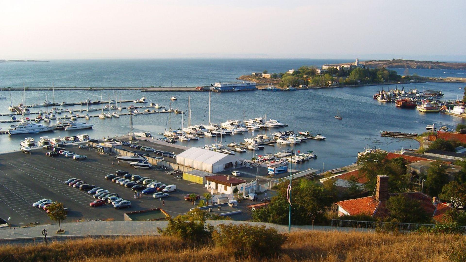 Огромно мазутно петно в Созополския залив