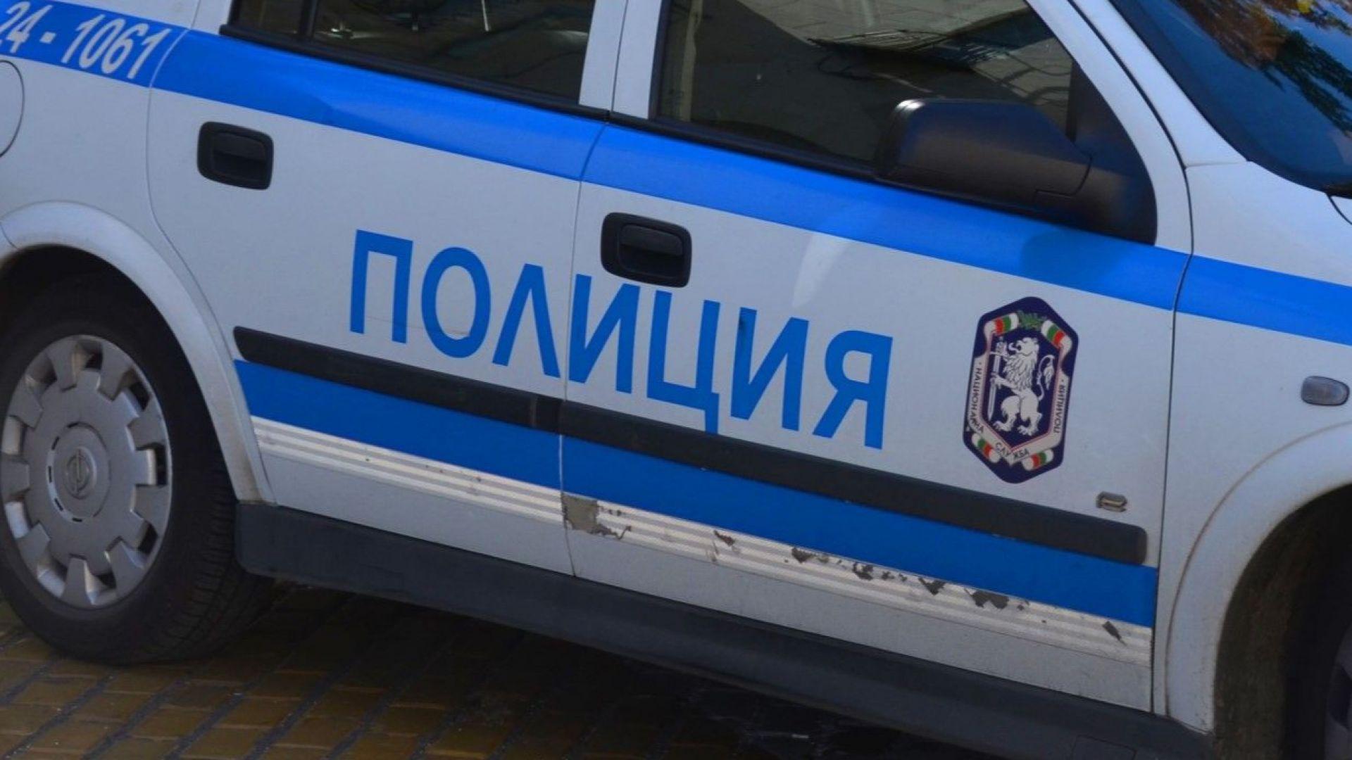 Цигани нападнаха полицаи с колове и потрошиха патрулка