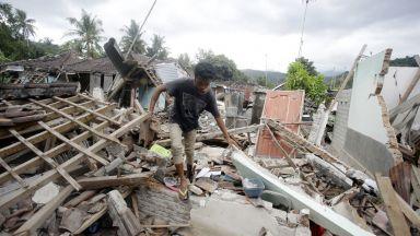 Над 430 са загиналите от земетресението на индонезийския остров Ломбок