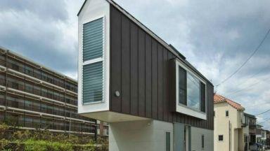 Триъгълна японска къща, която само отвън изглежда миниатюрна
