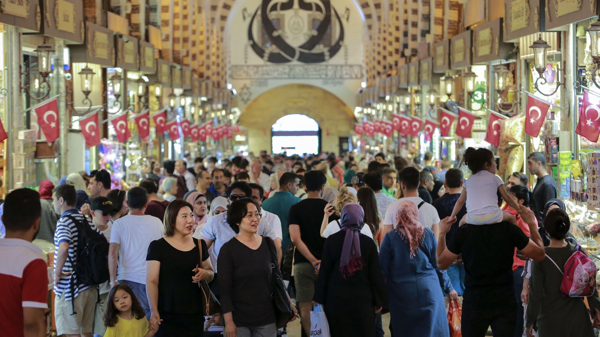 Спадът на турската лира  - златна мина за търговците в Одрин