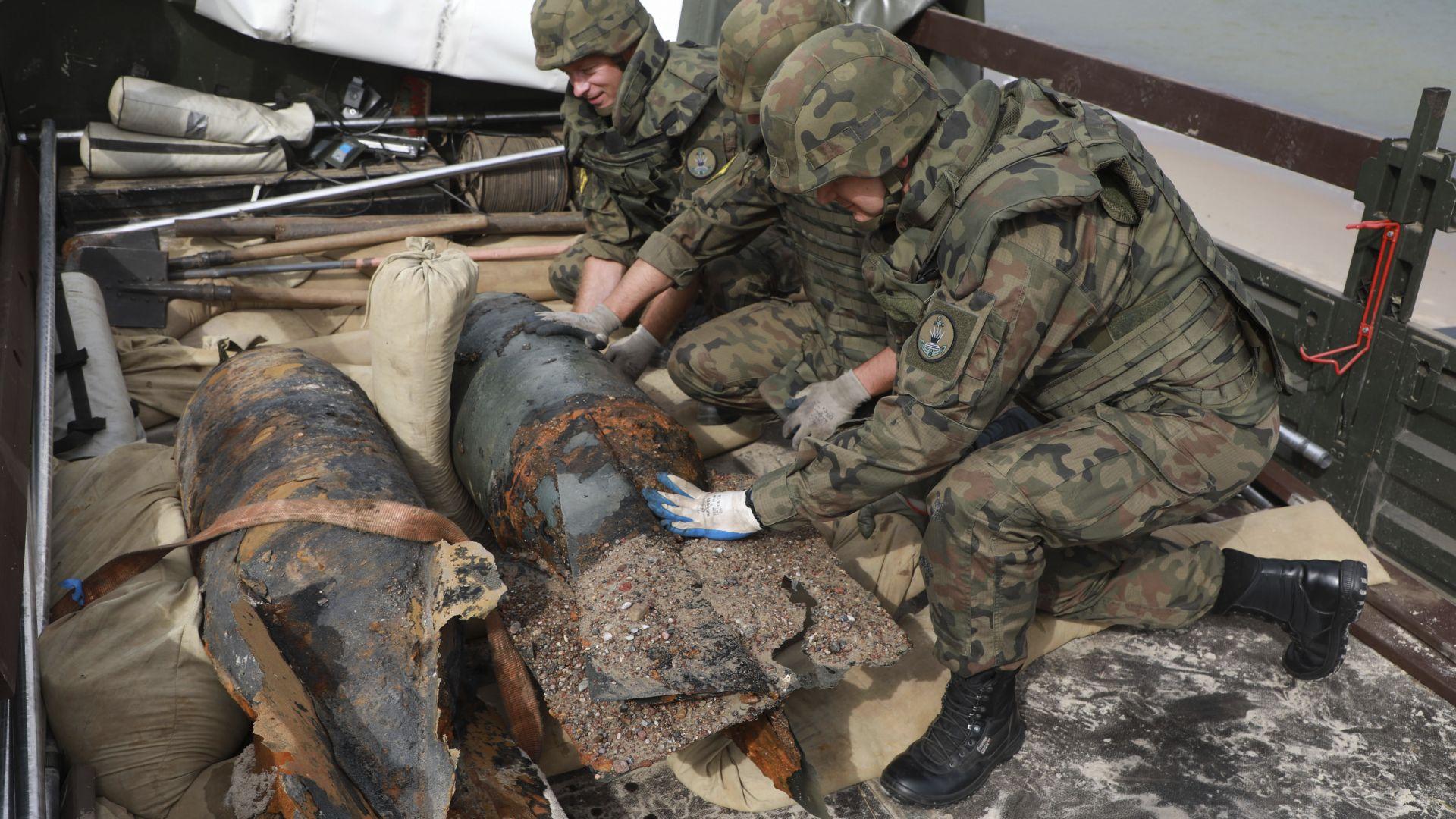 Извадиха 3 бомби от Балтийско море край курорт в Полша (снимки)