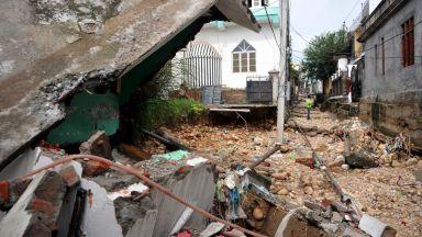 Куче спаси семейство при наводненията в Индия