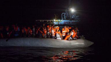 Потокът от нелегални мигранти към Европа е намалял, спасиха 114 бежанци