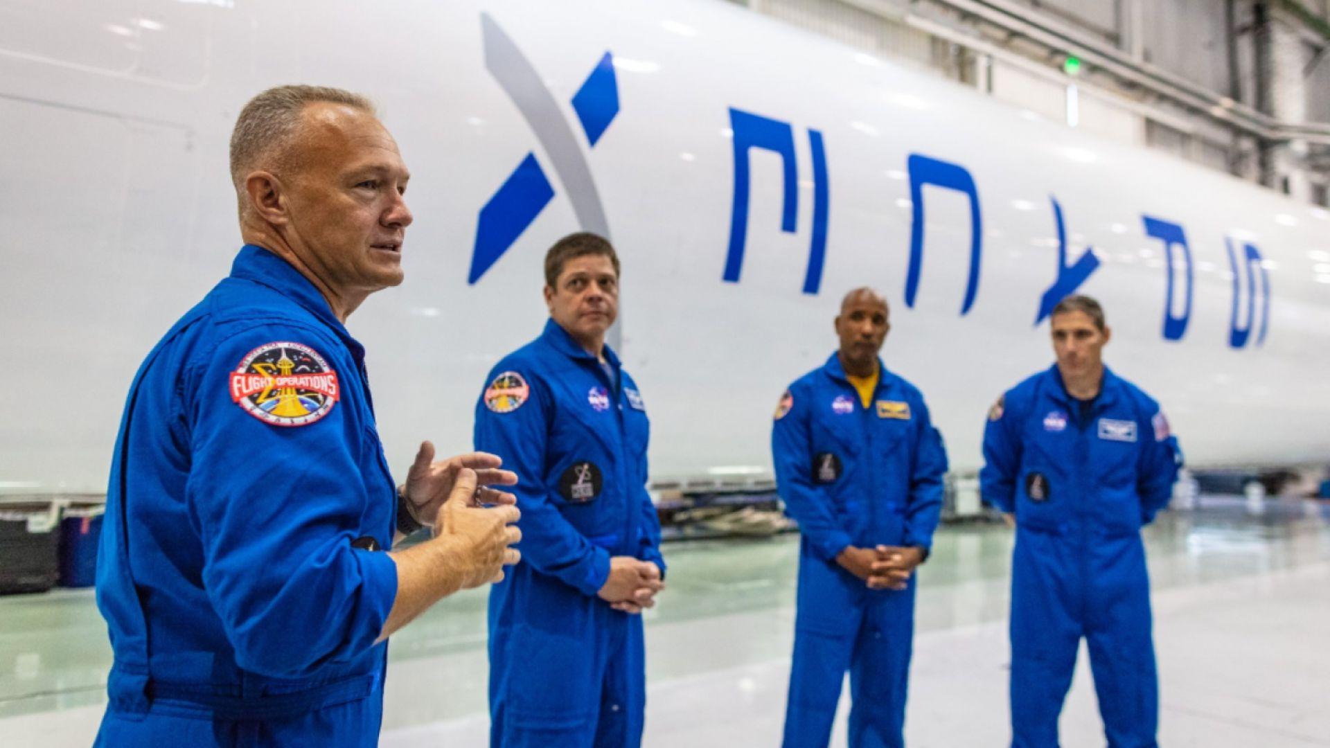 НАСА възобновява полетите си в Космоса с кораби на SpaceX