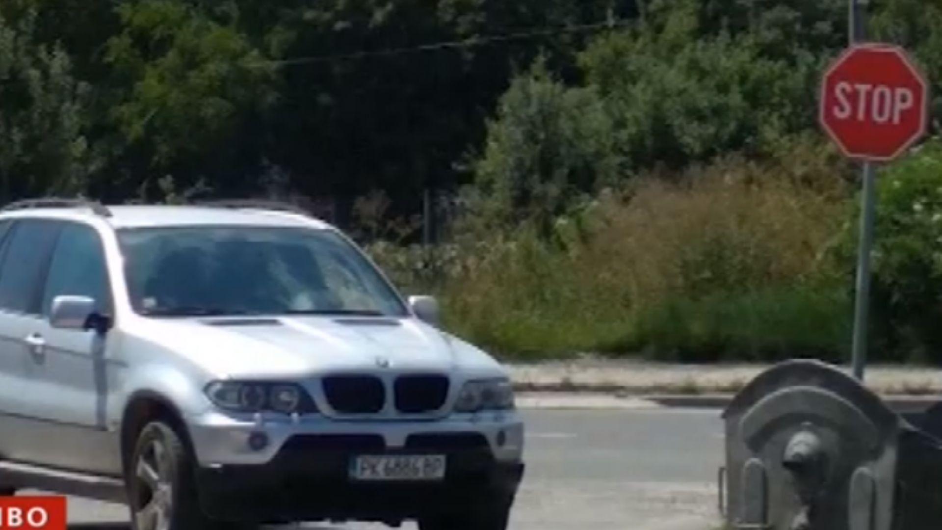 Кмет поиска да бъде глобен, след като го заснеха да паркира неправилно