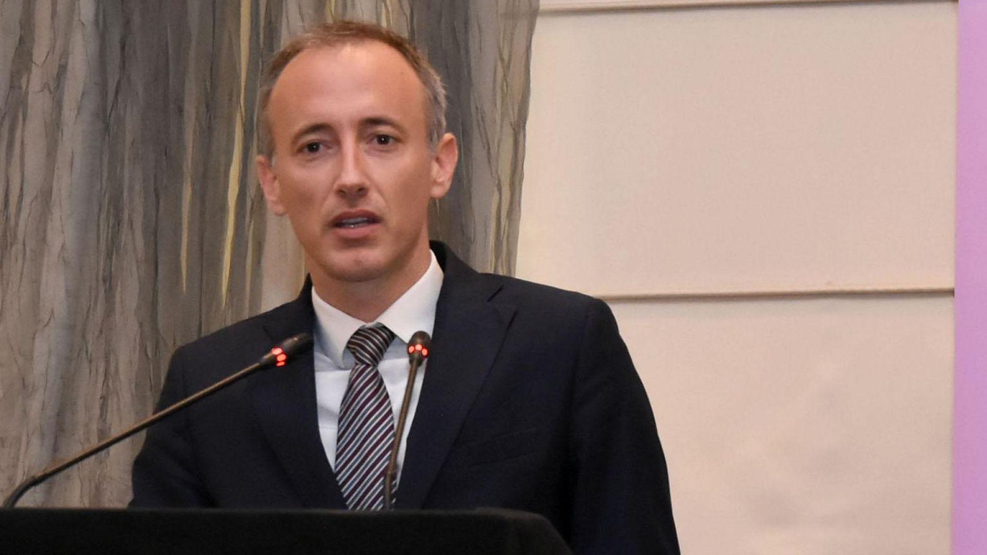 Министър Вълчев: Когато хората са по-образовани, раждаемостта спада