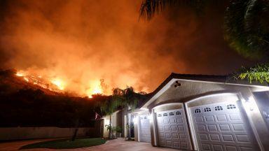 Огненият ад в Калифорния взе 12-а жертва, загина пожарникар