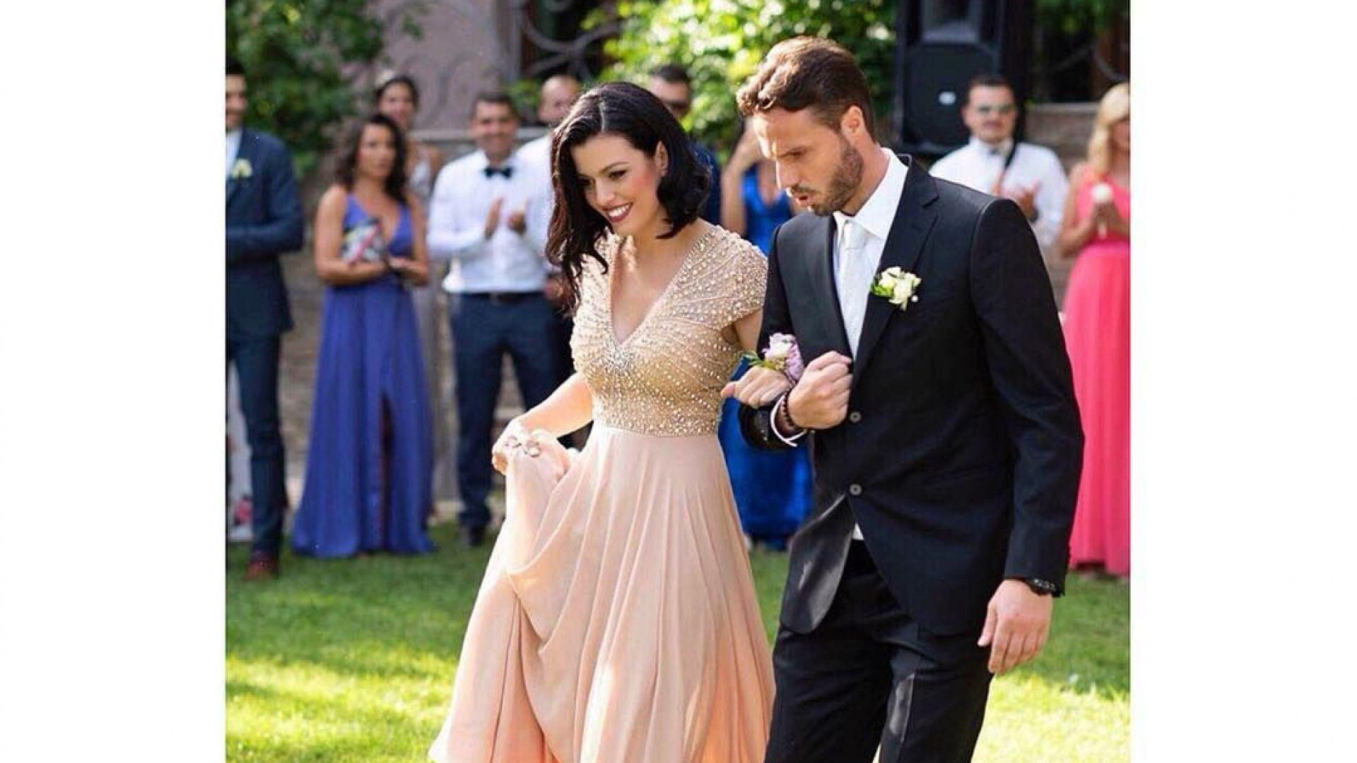 Ралица Паскалева в ослепителна бална рокля на сватбата на Виктор Йосифов
