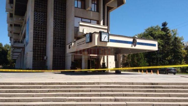 Сигнал за бомба опразни сградата на община Русе
