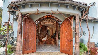 Дворец на магьосник, маскиран зад скромна на пръв поглед фасада на къща
