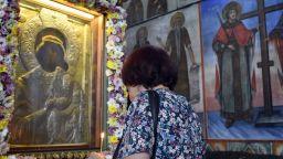Хиляди се стичат в храмовете: Голяма Богородица е!