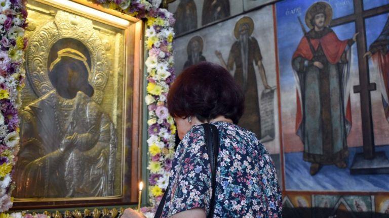 Православната църква почита днес църковния празник Рождество на Пресвета Богородица.