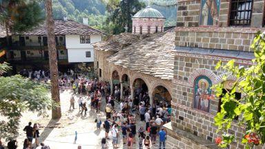 Свещеник от Троянския манастир изгони дете с аутизъм (видео)