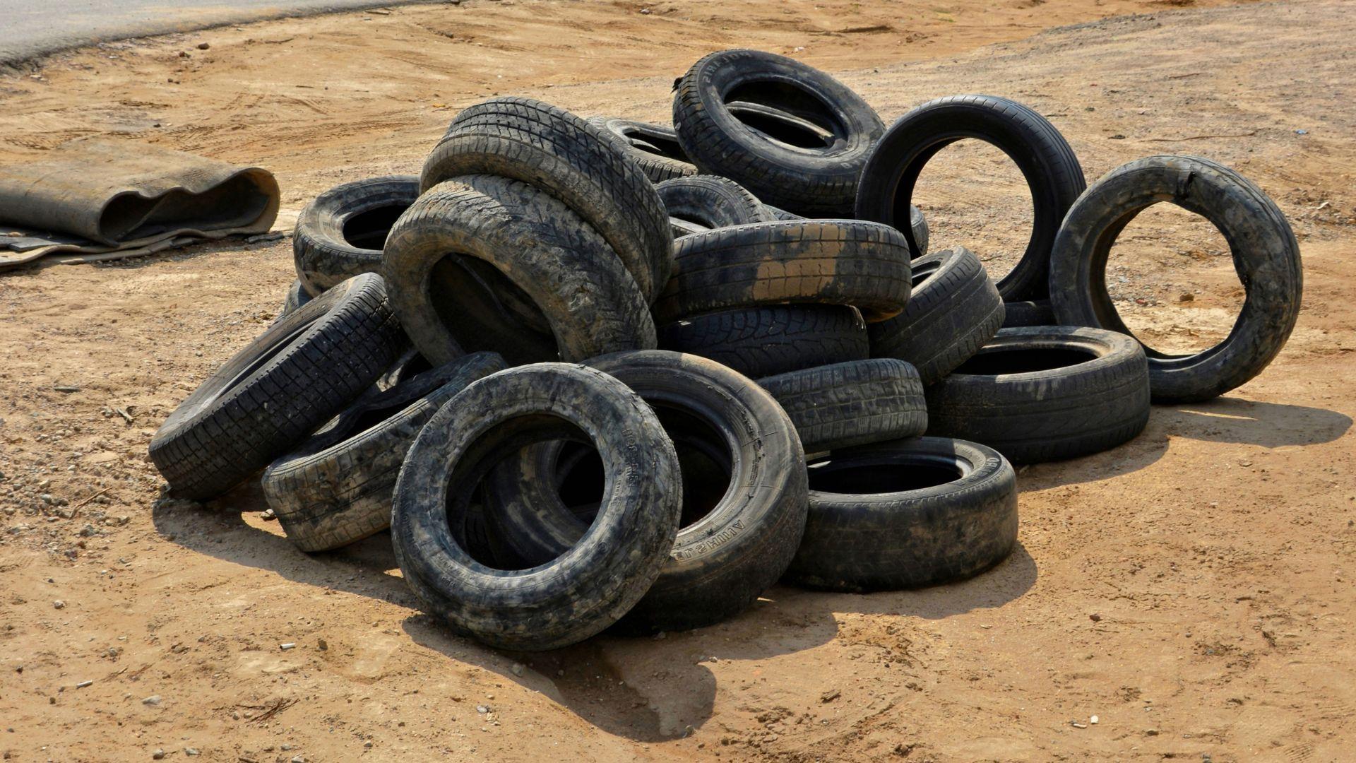 Вдигнаха над 300 автомобилни гуми, изхвърлени при Виетнамските общежития