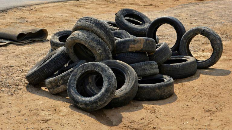 На 20 незаконни депа горят гуми и пластмаси в Русе