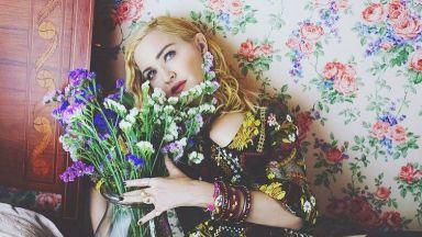 Мадона отложи издаването на албума си