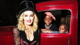 Кралицата на попа на 60! Неповторимата година на Мадона (галерия)