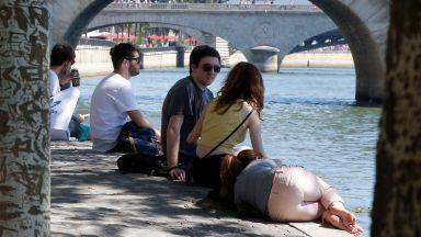 Туристическата дестинация Париж - празни магазини и надежди