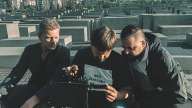 Доцент Банков снима в Берлин