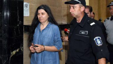 Бивша съдийка припадна, когато разбра, че остава в ареста