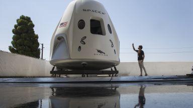 SpaceX показа своя космически кораб (снимки)