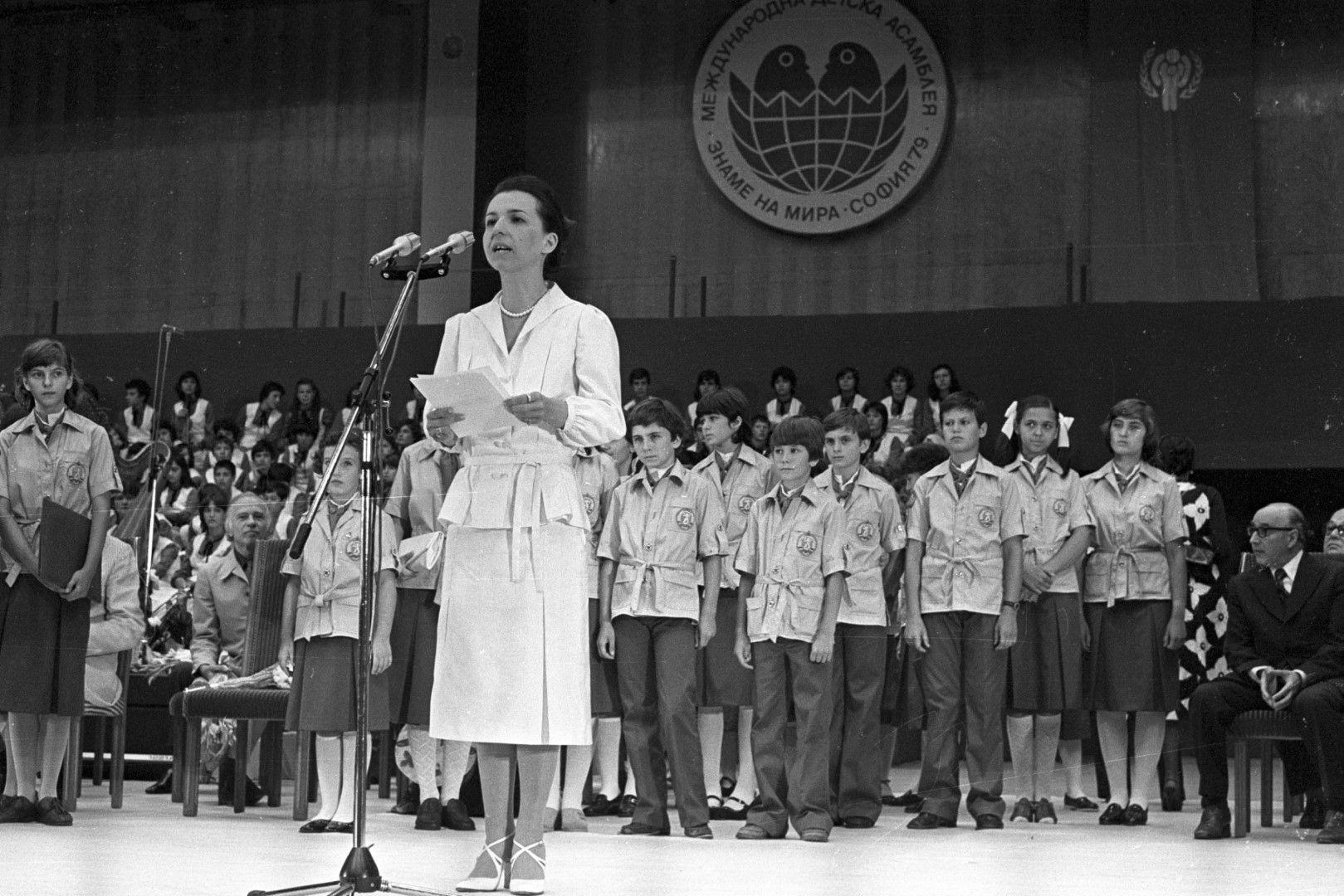 """Знаме на мира "" е организирана по инициатива на председателя на Комитета за култура Людмила Живкова"