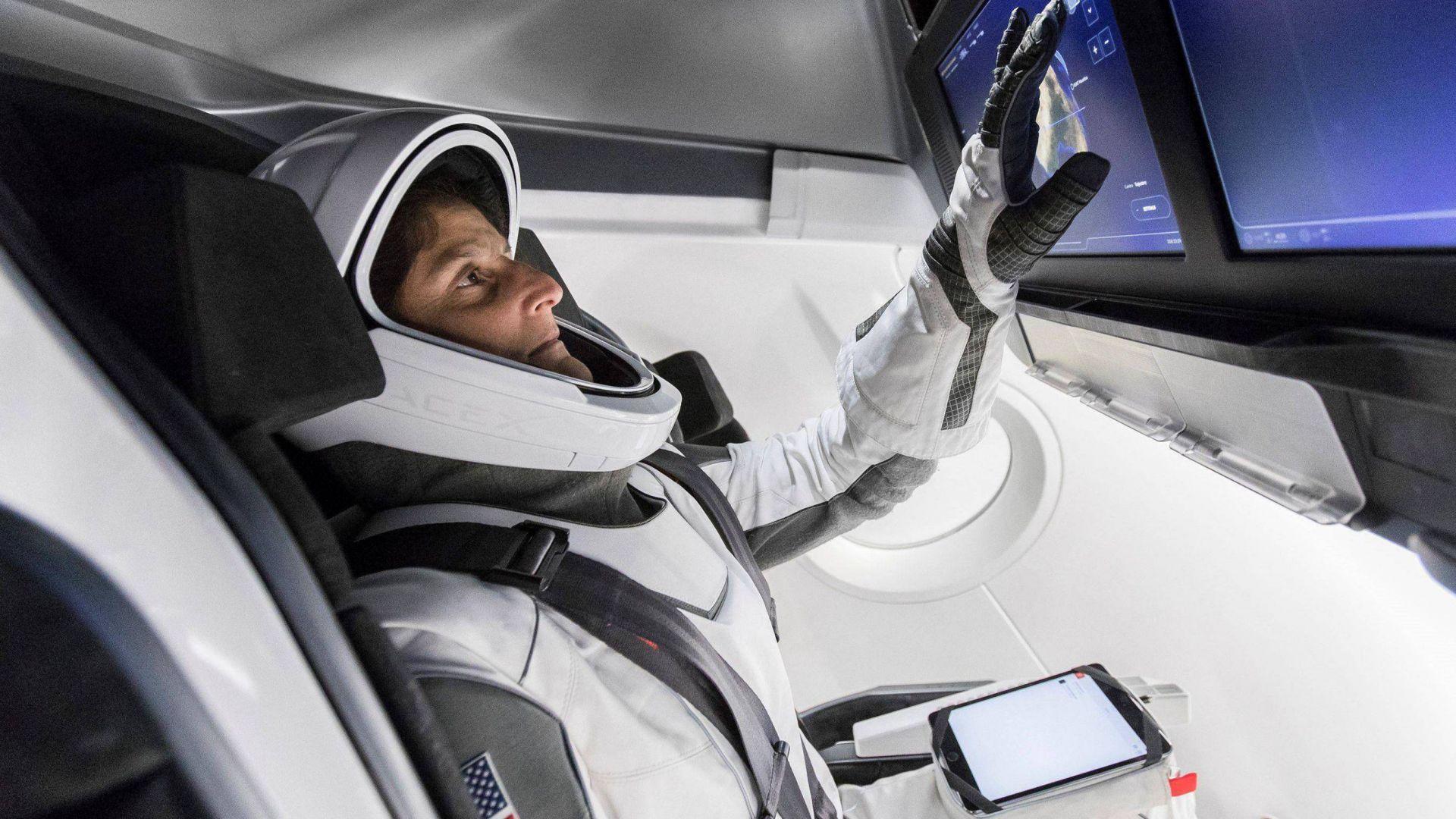 НАСА и Илон Мъск с историческа мисия този месец