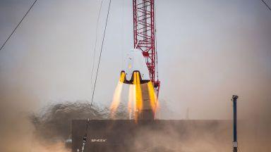 SpaceX проведе екстремални тестове на парашутите на Crew Dragon